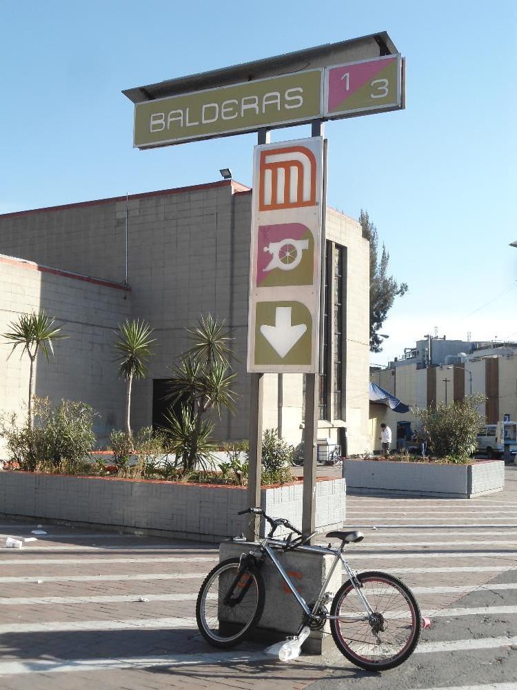 Station / Estación # 106:  Balderas (1/6)